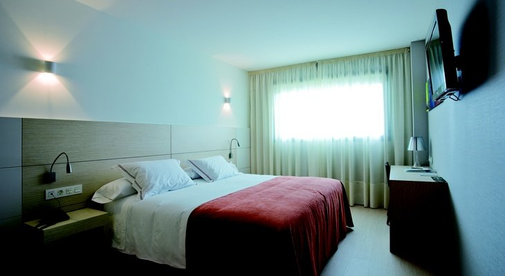 Sercotel Hola Tafalla offers cozy family room fully equipped with ...